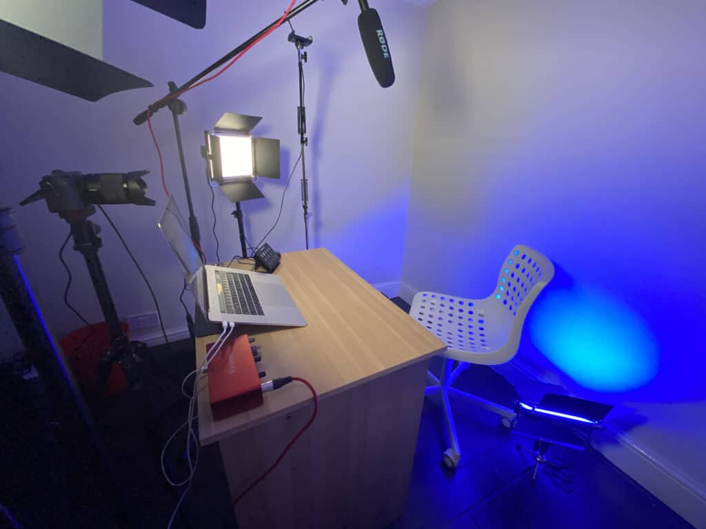 A picture of the Chris Reads Minds virtual magician studio